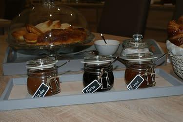 Salle commune - Petit déjeuner avec confitures maison